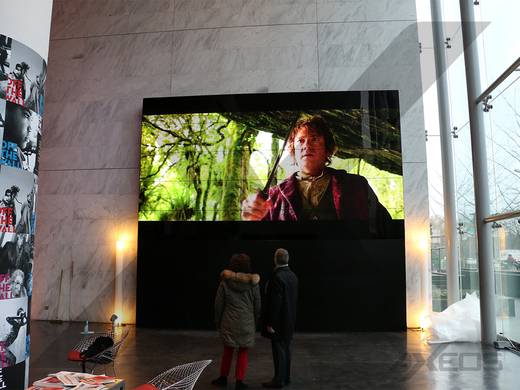 Havas video wall in entrance hall - AXEOS