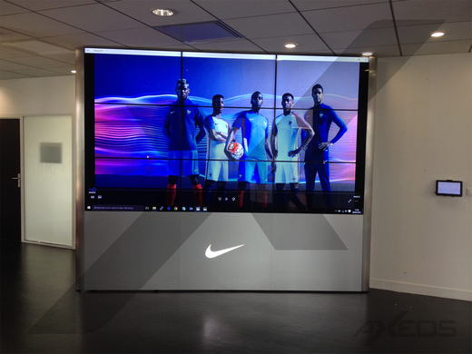 Hinged video wall 9 screens - Nike - AXEOS